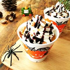 かぼちゃ/プリン/ハロウィン/蜘蛛 クリームや砕いたナッツ、チョコレートソー…