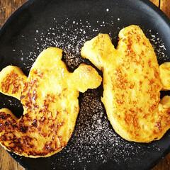おばけ/フレンチトースト/ハロウィン2019 おばけの型を使って抜いた食パンで、フレン…