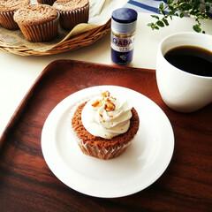 カップケーキ/シナモン/おやつ/焼き菓子/クリーム シナモンカップケーキにクリームをトッピン…