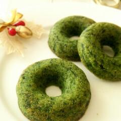 クリスマス/フィナンシェ/ほうれん草 焼きドーナツの型で小さなリース風に焼いた…