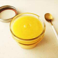 レモン/クリーム/わたしの手作り 出来立ての黄色いレモンカードを撮影。 し…