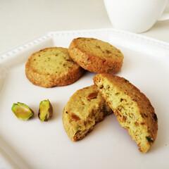 ピスタチオ/クッキー/サブレ ひとつ前に載せた写真の、ピスタチオのサブ…