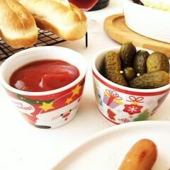 クリスマス/ホットドッグ/ケチャップ/ピクルス ホットドッグを作って食べた時の食卓です。…