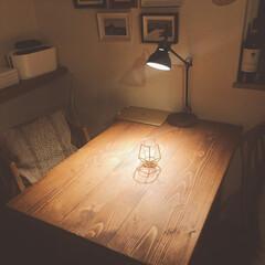 ルームライト/一人暮らしインテリア/インダストリアルインテリア/インダストリアル/ダイニングテーブル/机/... 夜のダイニングテーブル。使ってるのは、I…