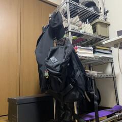 アイリスオーヤマ MR-9018J メタルラック(加湿器)を使ったクチコミ「引越し直前にいまのデスク周りを撮ってみま…」(1枚目)