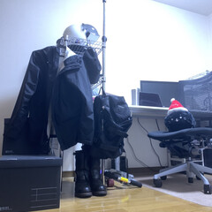 アイリスオーヤマ MR-9018J メタルラック(加湿器)を使ったクチコミ「引越し直前にいまのデスク周りを撮ってみま…」(2枚目)