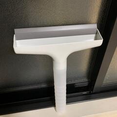 結露/カビ対策/いいねTop10決定戦 窓の結露とりワイパーです。 持ち手の部分…