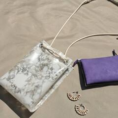 スマホポシェット/PVC/ハンドメイドバッグ/おしゃれ/暮らし/pvcバッグ/... お財布とスマートフォンが入る コンパクト…