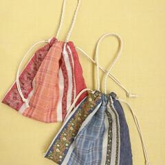 夏コーデ/チェック柄/刺繍/花柄/簡単/おしゃれ/... 気軽に持てる巾着トート。 花柄の刺繍と薄…