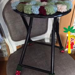 苺🍓椅子脚カバー/Seria 古いパイプ丸椅子にもseriaで買った苺…(2枚目)
