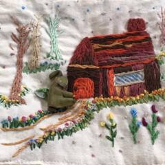 刺繍バック⑦ 冬物出していたら新品靴下入れていた刺繍の…(1枚目)