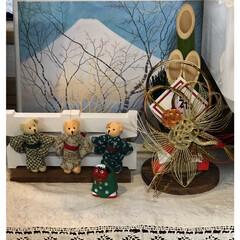 正月飾り付け ポスターとキーホルダーの人形で作ったコー…