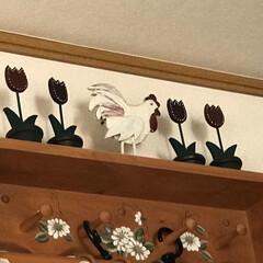 木製シェルフを飾る 以前投稿した小窓のシェルフの上の木製チュ…