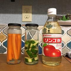 食品保存/長期保存/生活の知恵/収納/雑貨/100均/... キューリやニンジンはリンゴ酢に漬けておけ…