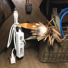 コマンドフック/3M/スリーエム/生活の知恵/収納/掃除/... 床下コンセント からの延長コードを使って…
