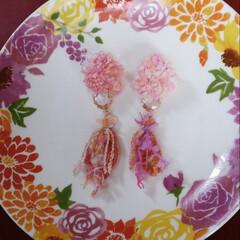 引き揃え糸/春アクセサリー/ひらひら/ふわふわ/ピンク大好き/手作りアクセ ヒラヒラやキラキラ、ふわふわの引き揃え糸…