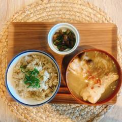 参鶏湯/玄米/舞茸/炊き込みご飯/しそ/手羽元/... 舞茸と玄米の炊き込みご飯と、手羽元と新玉…