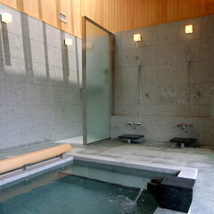 別荘/高級別荘/週末住宅/リゾートハウス/建築家/設計事務所/... 雷山の別荘|温泉浴室 敷地に供給される温…