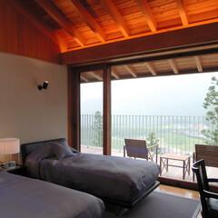 別荘/高級別荘/豪邸/建築家/設計事務所/週末住宅/... 雷山の別荘|ベッドルーム 梁があらわしに…