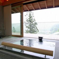 別荘/高級別荘/邸宅/豪邸/建築家/設計事務所/... 雷山の別荘|温泉浴室 敷地に供給される温…
