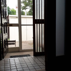 玄関ドア/北国の暮らし/ドアリフォーム 今年玄関の内側に引き戸を付けました。家の…