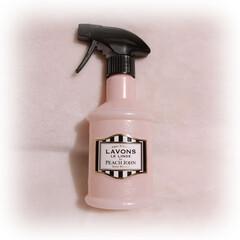 ラボン ファブリックミスト ピーチジョン シークレットブロッサムの香り 370ml(脱臭、消臭剤)を使ったクチコミ「ラ・ボンが可愛すぎて、 シリーズ全部集め…」