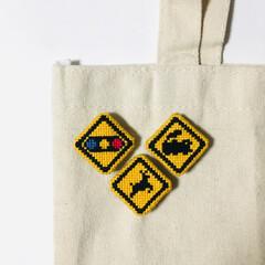 道路標識/クロスステッチ/手芸/刺繍/標識/手作りアクセ 自粛生活の中なかなか外にでにくい時期が続…