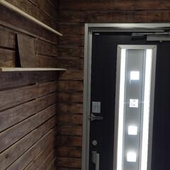 玄関DIY/野地板/DIY 真っ白だった玄関を野地板にウォルナットを…