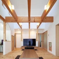 自然素材/無垢材/無垢杉の床/平屋/吹抜け/梁見せ/... . ~無垢材の存在感と温もりを  思う存…