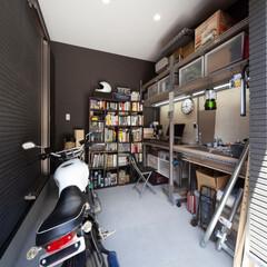 自然素材/無垢材/完全自由設計/注文住宅/平屋の家/バイクガレージ/... . ~外からも中からも出入りが可能な  …