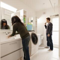 自然素材/無垢材/完全自由設計/注文住宅/アローズホーム/多摩の杜/... . ~洗面化粧台を2台設置して  朝のラ…