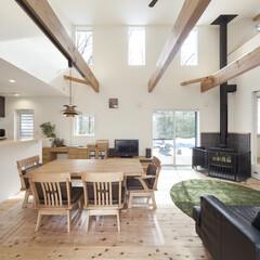 自然素材/無垢材/無垢杉の床/平屋/吹抜け/暖炉のある家/... . ~暖炉のある平屋のお家 . 自然素材…