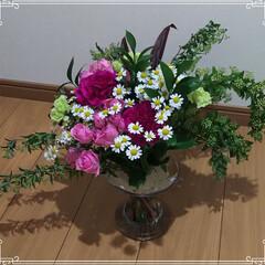 スパイラルブーケ/カーネーション/薔薇/フラワーアレンジ 今日は月1のフラワー&クラフトサークル☺…