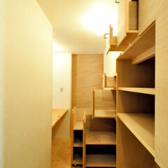 インテリア/和モダン/家事室/家事コーナー/階段収納/階段/... 和モダンの家 家事室、階段下の有効利用引…