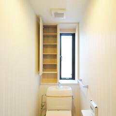 和モダン/インテリア/収納/トイレ/住まい/新築/... 和モダンの家 トイレ、収納と縦長窓
