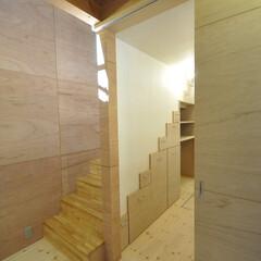 インテリア/和モダン/階段収納/家事室/家事コーナー/北欧インテリア/... 和モダンの家 リビングと繋がる家事室、階…