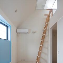 インテリア/出窓ベンチ/小屋裏部屋/子供部屋/北欧インテリア/梯子/... コンパクトで可愛い家 子供部屋と小屋裏部…