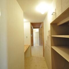 インテリア/和モダン/家事室/家事コーナー/階段収納/北欧インテリア/... 和モダンの家 家事室、階段下の有効利用引…