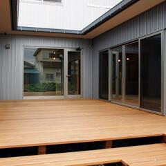 インテリア/中庭/中庭テラス/ウッドデッキ/ガルバリュウム鋼板/北欧インテリア/... 3つのテラスのある家 中庭テラスとガルバ…
