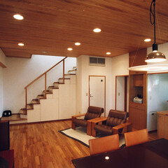 自然素材/漆喰/住まい/不動産・住宅/新築/リノベーション/... 障子の光の家 階段収納のあるワンルーム形…