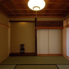 和モダン/和室/インテリア/床の間/欄間/床柱/... 縁側でのんびり暮らす家 和室大広間、古材…