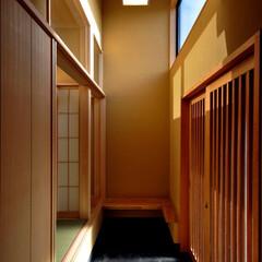 インテリア/和モダン/土間/吹抜け/自然素材/縁側/... 丘の上の木薫る家 吹抜けの土間と和室と縁…