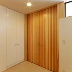 インテリア/玄関/土間/玄関土間/収納/木製扉/... 縁側でのんびり暮らす家 バリアフリー玄関…