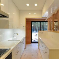 キッチン/タイル/造作キッチン/家具/ハンドメイド/ホーローシンク/... 丘の上の木薫る家 造りつけキッチンと中庭…