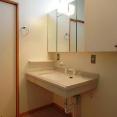 インテリア/洗面所/三面鏡/バリアフリー/車椅子対応/ハイサイドライト/... バリアフリー、洗面脱衣室とトイレと繋がる…