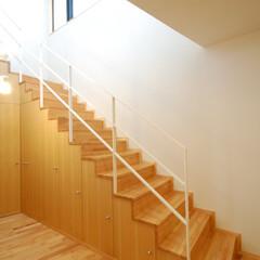 階段収納/自然素材/無垢フローリング/タモ/造作家具/北欧インテリア/... ハイサイドライトと収納階段 横長のハイサ…