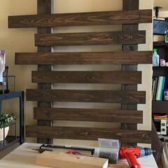 ディスプレイ棚/簡単/おしゃれ 飾り棚を作ってみました。 2×4の突っ張…(4枚目)