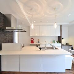 滋賀注文住宅/太陽住宅/注文住宅/一級建築士の建てる家/住まい/デザイン住宅/... キッチン 横の壁にはアクセントにタイルを…