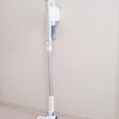 掃除機 コードレス アイリスオーヤマ 充電式 サイクロンスティッククリーナー アタッチメントセット ホワイト ブラック SCD-142P-W SCD-142P-B | アイリスオーヤマ(掃除機)を使ったクチコミ「突然、掃除機が壊れました。  新しい掃除…」(1枚目)