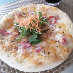 ちょっと頑張ってみました/料理/ランチ/ピザ生地作り/チーズ/ピザ 今日のお昼は ピザを作って焼いてみました。(1枚目)